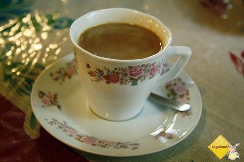 Café e bebidas quentes ajudam a afastar o frio dos visitantes. Imagem: Erik Pzado