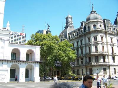 Museu do Cabildo (esq) e Governo da Cidade (dir) - Foto: Jeguiando