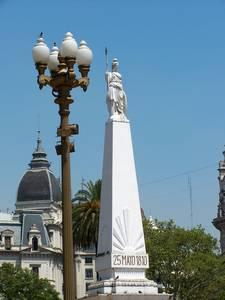 Pirâmide de Mayo - Marco da segunda fundação de Buenos Aires - Foto: Jeguiando