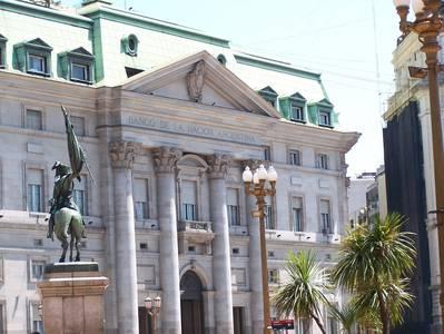 Banco de la Nación Argentina, visto da praça - Foto: Jeguiando