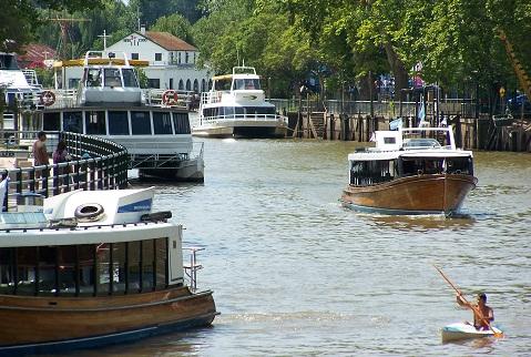 Embarcações de todos os preços e níveis de conforto realizam os passeios pelo Tigre. Imagem: Arquivo Jeguiando