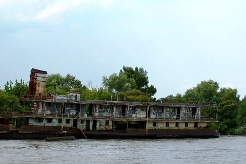 Embarcações-fantasmas? Rio Tigre, Argentina. Imagem: Arquivo Jeguiando