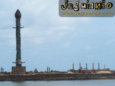 Porto do Recife e em foco escultura de Francisco Brennand. Foto: Jeguiando