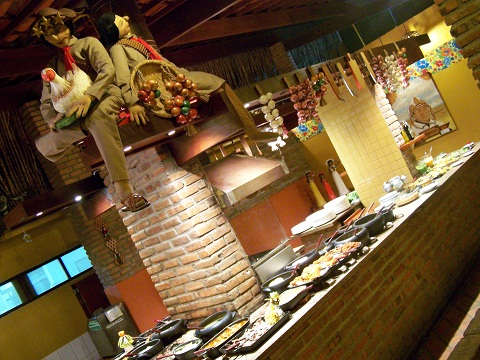 Buffet do Restaurante Parraxaxá. Recife, Pernambuco. Imagem: Janaína Calaça.