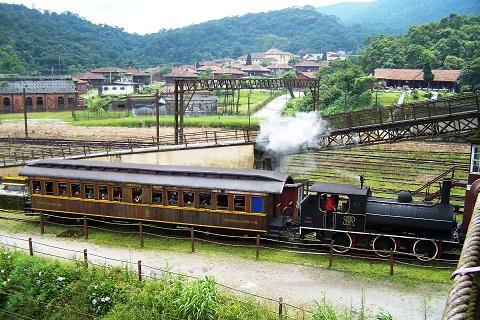 Trem é aberto a turistas para passeio. Imagem: Janaína Calaça