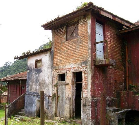 Antiga casa em ruínas. Paranapiacaba, Santo André, São Paulo. Imagem: Janaína Calaça.
