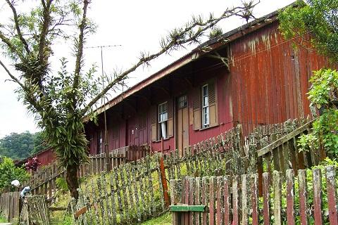 Casas centenárias abrigam, além dos habitantes, pousadas para receber visitantes. Imagem: Janaína Calaça