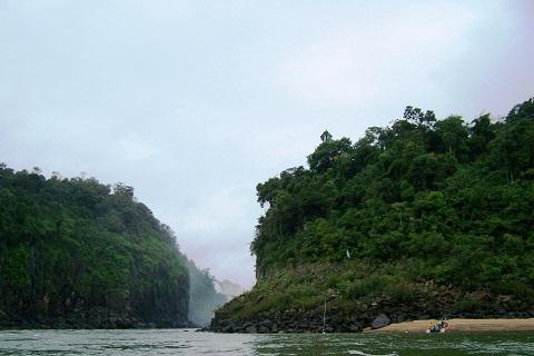 Caminho para as Cataratas Brasileiras. Foz do Iguaçu. Imagem: Erik Pzado.
