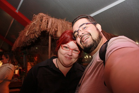 Janaína Calaça e Erik Pzado, Jeguiando no 5º Salão de Turismo: Roteiros do Brasil. Imagem: Erik Pzado.