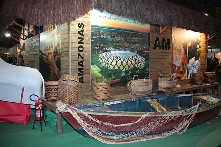 Canoa e objetos de palha. Amazonas. Imagem: Erik Pzado.