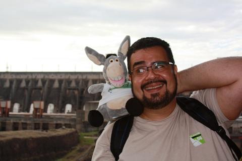 Erik Pzado e Jegueton, visitando a Itaipu Binacional. Foz do Iguaçu. Imagem: Janaína Calaça.