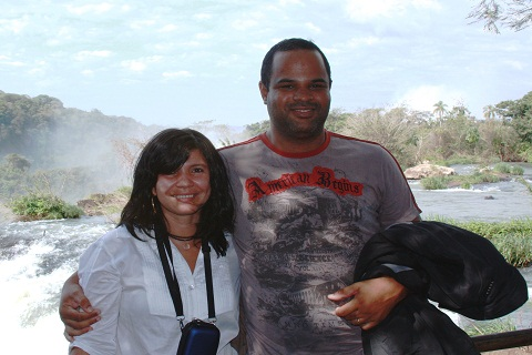 Jaciara e Adriano, baianos em Foz do Iguaçu. Ê mundo pequeno! Imagem: Erik Pzado.