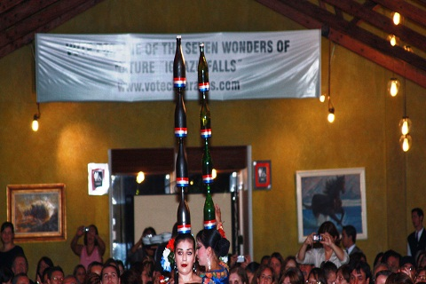 Show latino-americano. Restaurante Rafain. Foz do Iguaçu. Imagem: Erik Pzado.