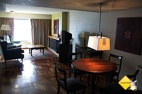 Ambiente de um dos quartos do Hotel Panamericano Bariloche. Imagem: Eik Pzado.