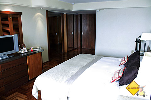 Um dos quartos do Hotel Panamericano Bariloche. Imagem: Erik Pzado.