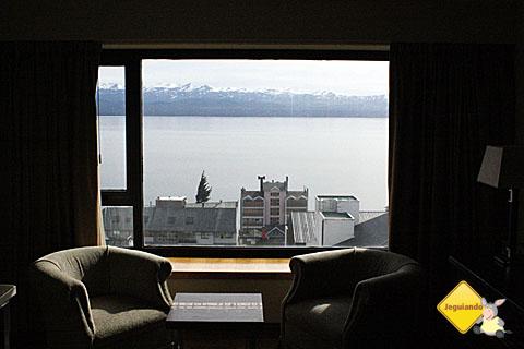 Quarto com vista para o Lago Nahuel Huapi. Imagem: Erik Pzado.