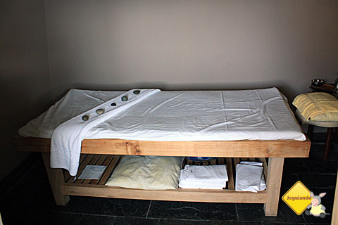 Cabine para diversos tipos de massagens terapêuticas. Imagem: Erik Pzado.