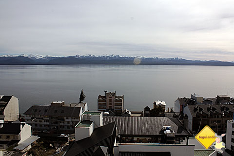 Vista privilegiada do Hotel Panamericano Bariloche para o Lago Nahuel Huapi e para as cordilheiras. Imagem: Erik Pzado.