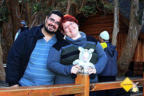 Erik Pzado, Janaína Calaça e Jegueton no Bosque de Arrayanes, Argentina.