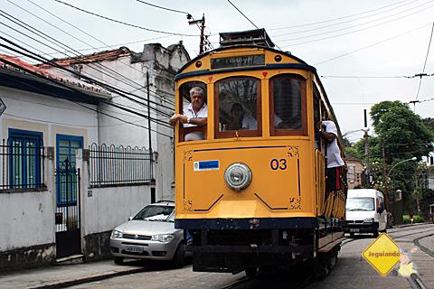 Bondinho subindo as ruas de Santa Tereza. Rio de Janeiro. Imagem? Erik Pzado.