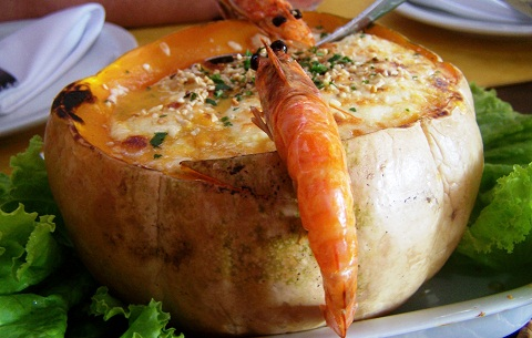 Roteiros gastronômicos atraem os viajantes bons de garfo! Imagem: Janaína Calaça.