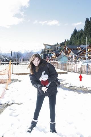 Rubita e a bola de neve indo em sua direção. Hehehehe. Imagem: Erik Pzado.