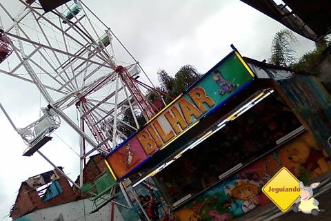 Roda-gigante e bilhar. Imagem: Janaína Calaça.