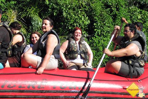 Navegando no Rio Formoso. Erik, eu (Jana Calaça) e o nosso grupo. Imagens cedidas: Ronaldo Saltiva.