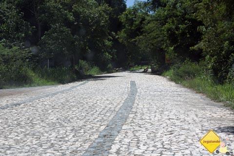 Calçamento da entrada do Balneário Municipal de Bonito, Mato Grosso do Sul. Imagem: Erik Pzado.