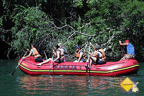 Grupo anterior ao nosso descendo o Rio Formoso de bote. Imagem: Erik Pzado.