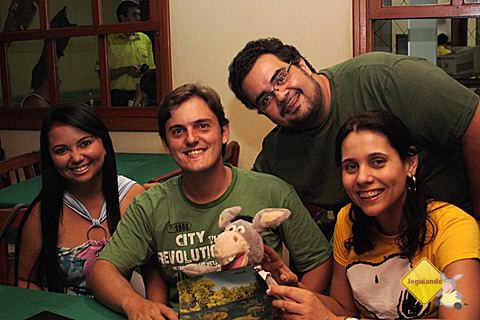 Rafael, sua namorada, Jegueton e Carina Freitas. Acima, Erik Pzado do Jeguiando. Imagem: Janaína Calaça.