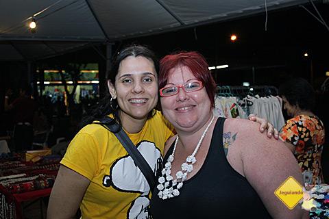 Carina Freitas e Janaína Calaça. A pracinha da Liberdade é lugar para encontrar os amigos e conversar. Imagem: Erik Pzado.