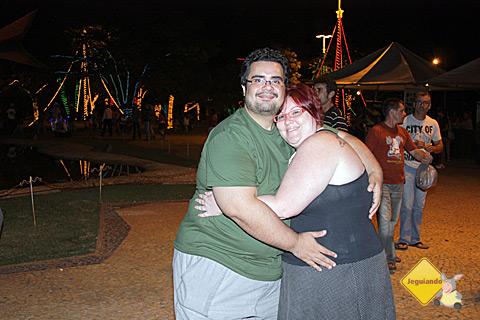 Erik Pzado e Janaína Calaça na Praça da Liberdade, Bonito, Mato Grosso do Sul. Imagem: Carina Freitas.