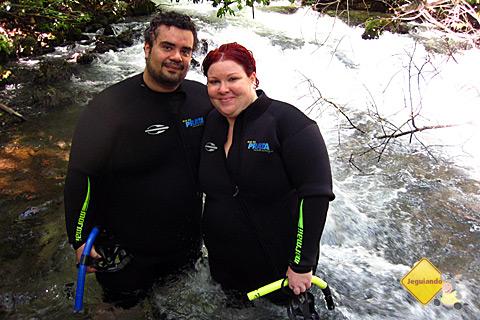 Erik Pzado e Janaína Calaça nas corredeiras do Rio da Prata. Imagem: Chris.