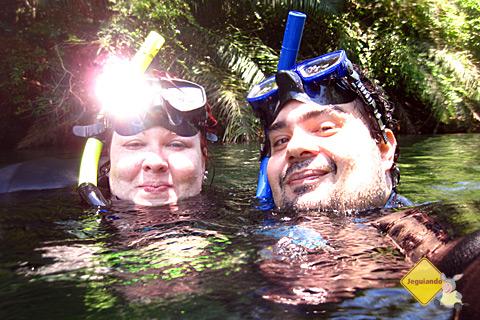 Janaína Calaça e Erik Pzado nas águas fresquinhas do Rio da Prata. Imagem: Chris.