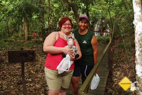 Janaína Calaça e Cris, nossa guia em Bonito, Mato Grosso do Sul. Imagem: Erik Pzado.