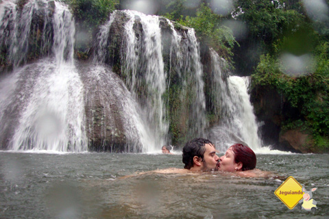 Erik Pzado e Janaína Calaça. Cachoeiras da Estância Mimosa, Bonito, Mato Grosso do Sul. Imagem: Cris