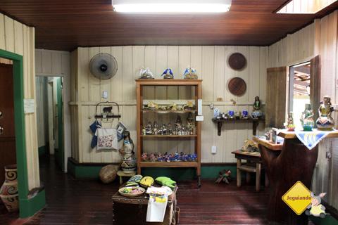 Interior da casa-sede da Estância Mimosa, Bonito, Mato Grosso do Sul. Imagem: Erik Pzado.