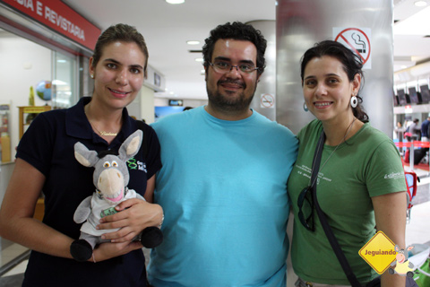 Bárbara Ferragini, Jegueton, Erik Pzado e Carina Freitas. Aeroporto de Campo Grande, Mato Grosso do Sul. Imagem: Janaína Calaça.