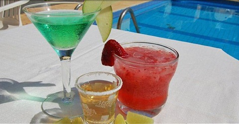 Drinks servidos no American Bar do hotel. Imagem: Marruá Hotel (Divulgação)