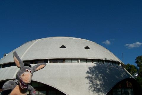 Jegueton e, ao fundo, Planetário de Rosário. Imagem: Fábio Brito (Arquivo Jeguiando)