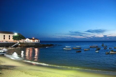 Rio Vermelho à noite. Salvador, Bahia. Imagem: Erik Pzado.
