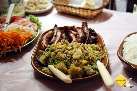 Linguiça de porco caseira. Restaurante Tempero da Terra, São Luiz do Paraitinga, SP. Imagem: Erik Pzado.