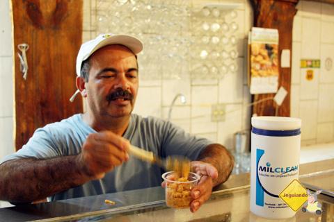 Seu Totó e o doce de leite. Restaurante Tempero da Terra, São Luiz do Paraitinga, SP. Imagem: Erik Pzado.