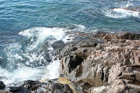Águas do mar, os braços de Iemanjá. Imagem: Erik Pzado.