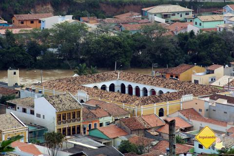 São Luiz do Paraitinga às margens do rio cujo nome batizou a cidade. Imagem: Erik Pzado.