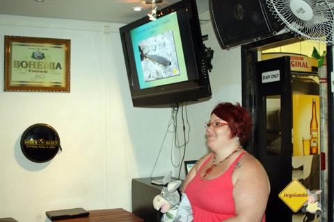 Jegueton e Janaína Calaça. 8º Encontro dos Viajantes no CasaClub Hostel/Bar. Imagem: Erik Pzado.