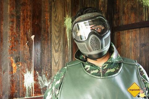 Erik Pzado e a máscara anti-quebra de nariz. Imagem: Janaína Calaça.