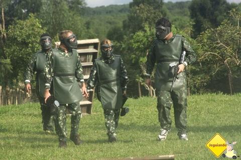 The Walking Deads ou os heróis de guerra? Tô confusa... Imagem: Janaína Calaça.
