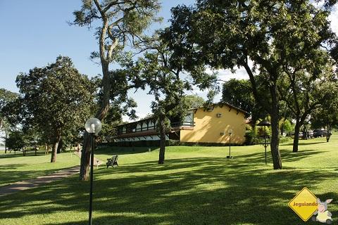 Apartamentos em frente à represa do Broa. Broa Golf Resort. Imagem: Erik Pzado.